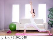 Купить «Fit woman doing yoga on mat», фото № 7362648, снято 18 февраля 2015 г. (c) Wavebreak Media / Фотобанк Лори