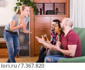 Купить «friends hanging out with beer and jokes», фото № 7367820, снято 17 октября 2018 г. (c) Яков Филимонов / Фотобанк Лори