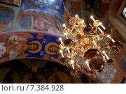 Люстра собора Рождества Пресвятой Богородицы Суздальского кремля (2014 год). Редакционное фото, фотограф Денис Фоломеев / Фотобанк Лори