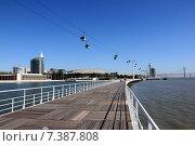 Купить «Подвесная канатная дорога в Лиссабоне», фото № 7387808, снято 18 февраля 2019 г. (c) Владимир Григорьев / Фотобанк Лори