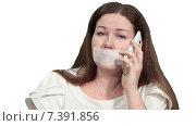 Купить «Женщина мотает головой в стороны во время разговора по телефону с лентой на рту, белый изолированный фон», видеоролик № 7391856, снято 4 марта 2015 г. (c) Кекяляйнен Андрей / Фотобанк Лори