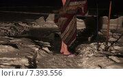 Купить «Мужчина одевается после вечернего купания в проруби», видеоролик № 7393556, снято 12 февраля 2015 г. (c) Кекяляйнен Андрей / Фотобанк Лори