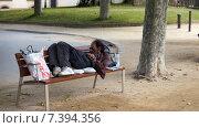 Бомж отдыхает (2013 год). Редакционное фото, фотограф Ольга Акшонина / Фотобанк Лори