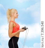 smiling sporty woman with skipping rope. Стоковое фото, фотограф Syda Productions / Фотобанк Лори