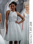 NEW YORK, NY - APRIL 20: Models appear at A Toast To Tony Ward: A Special Bridal Collection at Kleinfeld on April 20, 2015 in New York City. Редакционное фото, фотограф Anton Oparin / Фотобанк Лори