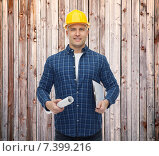 Купить «smiling male builder in helmet with blueprint», фото № 7399216, снято 7 марта 2015 г. (c) Syda Productions / Фотобанк Лори
