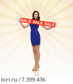 Купить «happy young woman in dress with red sale sign», фото № 7399436, снято 6 января 2013 г. (c) Syda Productions / Фотобанк Лори