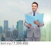 Купить «happy businessman with open folder», фото № 7399456, снято 29 января 2015 г. (c) Syda Productions / Фотобанк Лори