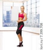 Купить «sportswoman with white blank board», фото № 7399708, снято 23 марта 2013 г. (c) Syda Productions / Фотобанк Лори