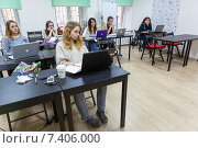 Мастер класс по рисованию в иллюстраторе на графическом планшете, фото № 7406000, снято 1 марта 2015 г. (c) Кекяляйнен Андрей / Фотобанк Лори