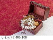 Шкатулка с драгоценностями. Стоковое фото, фотограф Sanda Stanca / Фотобанк Лори