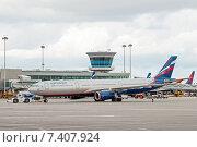 Транспортировка Airbus A330-343X (VQ-BCV, B.Pasternak) в аэропорту Шереметьево, эксклюзивное фото № 7407924, снято 15 апреля 2015 г. (c) Константин Косов / Фотобанк Лори