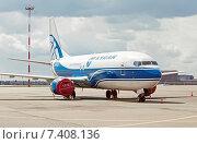 Boeing B737-3Y0 (VP-BCJ) на стоянке в аэропорту Шереметьево, эксклюзивное фото № 7408136, снято 15 апреля 2015 г. (c) Константин Косов / Фотобанк Лори