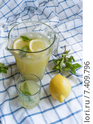 Домашний лимонад. Стоковое фото, фотограф Tatiana Dubova / Фотобанк Лори