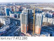 Купить «Строительство жилого дома в Тюмени», фото № 7412280, снято 28 апреля 2015 г. (c) Сергей Буторин / Фотобанк Лори