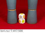Купить «Игра в наперстки, стаканчики, игральные кубики», фото № 7417500, снято 15 февраля 2015 г. (c) Юрий Сушок / Фотобанк Лори