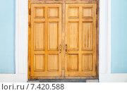 Купить «Старая деревянная дверь», фото № 7420588, снято 17 марта 2015 г. (c) EugeneSergeev / Фотобанк Лори