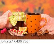 Купить «Чай с калиной, лекарства, специи, градусник и банка варенья на столе», фото № 7430756, снято 25 октября 2013 г. (c) Сергей Молодиков / Фотобанк Лори