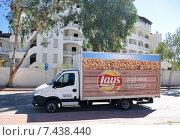 Купить «Грузовой автомобиль с рекламой чипсов Lays. Турция», фото № 7438440, снято 20 октября 2014 г. (c) Голованов Сергей / Фотобанк Лори