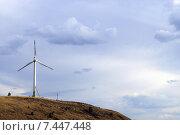 Ветрогенератор на фоне неба. Стоковое фото, фотограф Юлия Лифарева / Фотобанк Лори