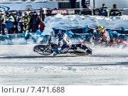 Купить «Спидвей на льду, мотогонщики на повороте», фото № 7471688, снято 1 февраля 2014 г. (c) Andrey Michurin / Фотобанк Лори