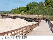 Деревянный новый променад вдоль берега моря в посёлке Янтарный. Калининградская область. Стоковое фото, фотограф Svet / Фотобанк Лори