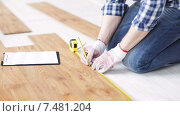 Купить «close up of man measuring flooring and writing», видеоролик № 7481204, снято 28 марта 2015 г. (c) Syda Productions / Фотобанк Лори