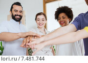 Купить «happy creative team in office», фото № 7481744, снято 29 марта 2015 г. (c) Syda Productions / Фотобанк Лори