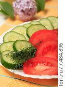 Купить «Салат из свежих помидоров и огурцов», эксклюзивное фото № 7484896, снято 26 мая 2015 г. (c) Яна Королёва / Фотобанк Лори