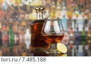 Купить «Бутылка коньяка и бокал с лимоном», фото № 7485188, снято 8 июля 2014 г. (c) Сергей Молодиков / Фотобанк Лори