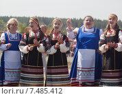 Поют девочки на празднике (2011 год). Редакционное фото, фотограф Нина Ефремова / Фотобанк Лори