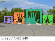 Купить «Скульптурная композиция «Моя семья». Парк им. 50-летия Октября. Москва», эксклюзивное фото № 7486840, снято 12 мая 2015 г. (c) lana1501 / Фотобанк Лори