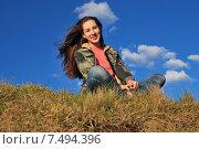 Купить «Счастливая девочка сидит на фоне неба», фото № 7494396, снято 30 мая 2015 г. (c) Ирина Здаронок / Фотобанк Лори