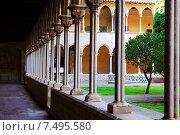 Купить «Gothic cloister of Pedralbes Monastery», фото № 7495580, снято 26 мая 2018 г. (c) Яков Филимонов / Фотобанк Лори