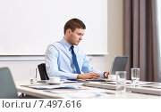 Купить «businessman with laptop working in office», фото № 7497616, снято 25 октября 2014 г. (c) Syda Productions / Фотобанк Лори