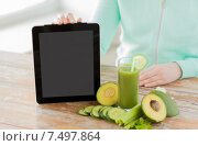 Купить «close up of woman with tablet pc and vegetables», фото № 7497864, снято 17 марта 2015 г. (c) Syda Productions / Фотобанк Лори