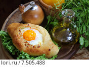 Купить «Хачапури аджарски, пирог с сыром с на деревянном столе», фото № 7505488, снято 30 мая 2015 г. (c) Марина Володько / Фотобанк Лори
