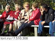 Купить «Elderly people sitting on a park bench», фото № 7510308, снято 5 октября 2005 г. (c) Caro Photoagency / Фотобанк Лори