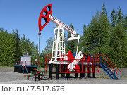 Купить «Нефтяной станок-качалка. Лето», эксклюзивное фото № 7517676, снято 3 июня 2015 г. (c) Вероника / Фотобанк Лори