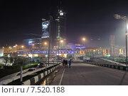 Строящийся многофункциональный деловой комплекс Mirax Plaza и автомобильный мост ТТК ночью (2013 год). Редакционное фото, фотограф Алёшина Оксана / Фотобанк Лори
