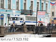 Купить «Машина полиции на набережной канала Грибоедова. Санкт-Петербург», эксклюзивное фото № 7523192, снято 26 мая 2012 г. (c) Александр Щепин / Фотобанк Лори