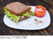 Бутерброд на тарелке. Стоковое фото, фотограф Марат Мухамедов / Фотобанк Лори