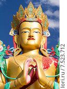 Купить «Голова и руки в молитвенном жесте гигантской статуи Будды Майтрейи в долине Нубра в Гималаях в Индии солнечным летним днём на фоне синего неба», фото № 7523712, снято 22 июня 2012 г. (c) Олег Иванов / Фотобанк Лори