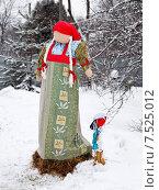 Кукла Масленицы во дворе. Стоковое фото, фотограф Павел Нефедов / Фотобанк Лори