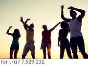 Купить «smiling friends dancing on summer beach», фото № 7529232, снято 3 августа 2014 г. (c) Syda Productions / Фотобанк Лори