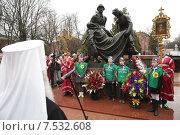 Митрополит Ювеналий у мемориала Воинской славы в Клину (2015 год). Редакционное фото, фотограф Дмитрий Неумоин / Фотобанк Лори