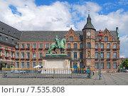 Купить «Конная статуя курфюрста Иоганна Вильгельма Пфальцского (Яна Веллема) и ратуша Дюссельдорфа, Германия», фото № 7535808, снято 20 мая 2015 г. (c) Михаил Марковский / Фотобанк Лори