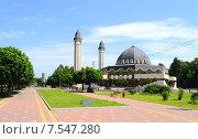 Купить «Вид на соборную мечеть и аллею Славы. Нальчик», фото № 7547280, снято 12 июня 2015 г. (c) KSphoto / Фотобанк Лори