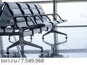 Пустая скамейка в зале ожидания аэропорта. Стоковое фото, фотограф Горбач Елена / Фотобанк Лори