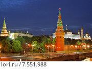 Кремлевская набережная и ночной Кремль, Москва, Россия (2015 год). Стоковое фото, фотограф Валерия Попова / Фотобанк Лори